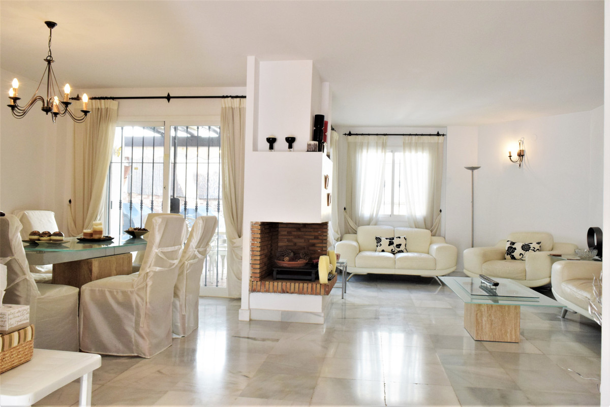 Fos Sale   A very nice 3 4 bedroom Townhouse in the Lovely Urbanization of Los Naranjos de Marbella , Spain