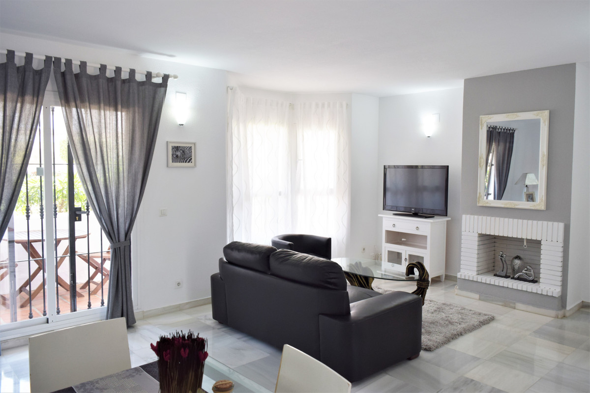 A very nice bright 1 bedroom Penthouse in the lovely urbanization of Lo Naranjos De Marbella , spaci,Spain