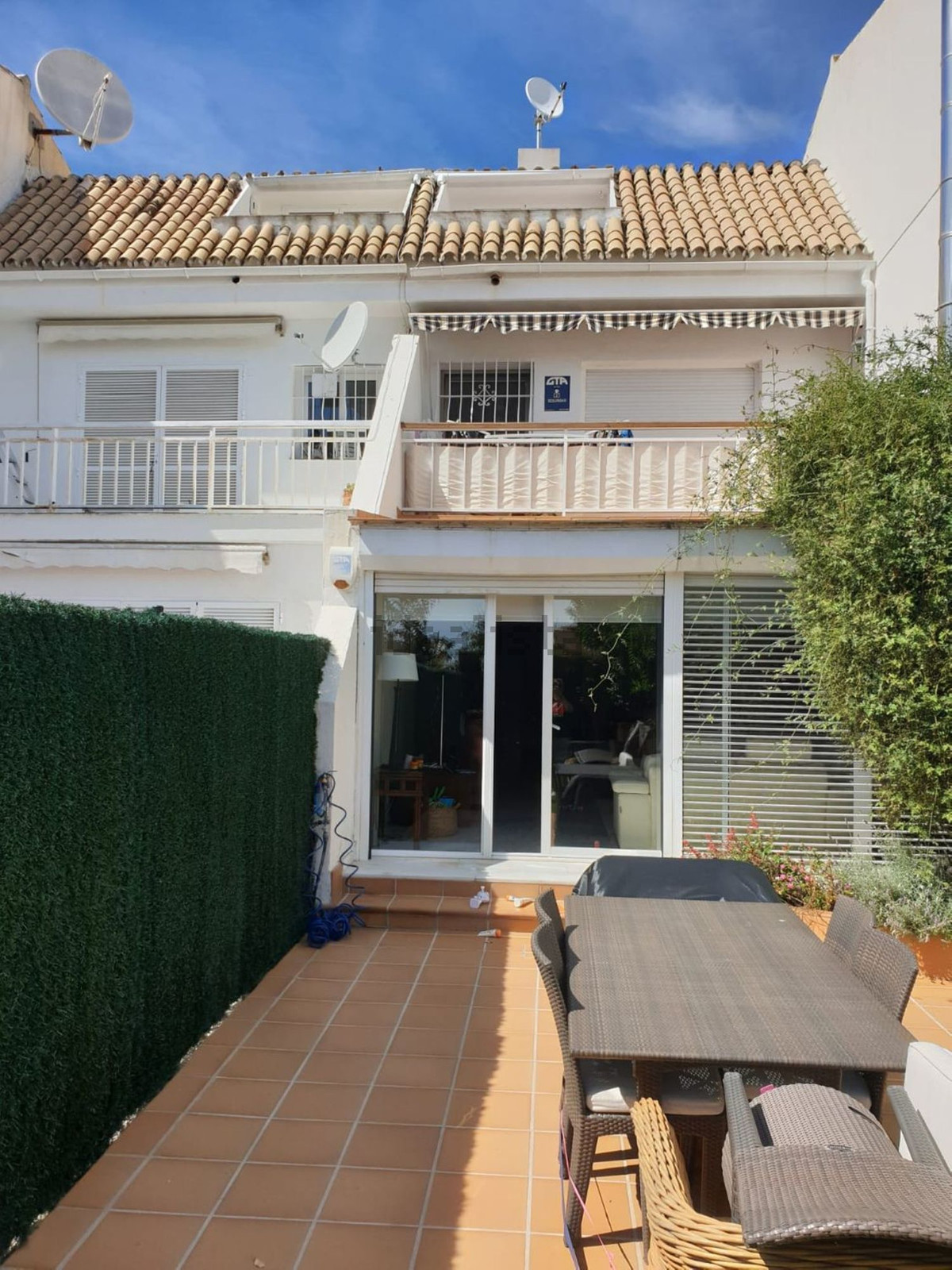 Rented but can be sold as well  A nice 4 bedroom townhouse in the lovely urbanization of Jardines de,Spain