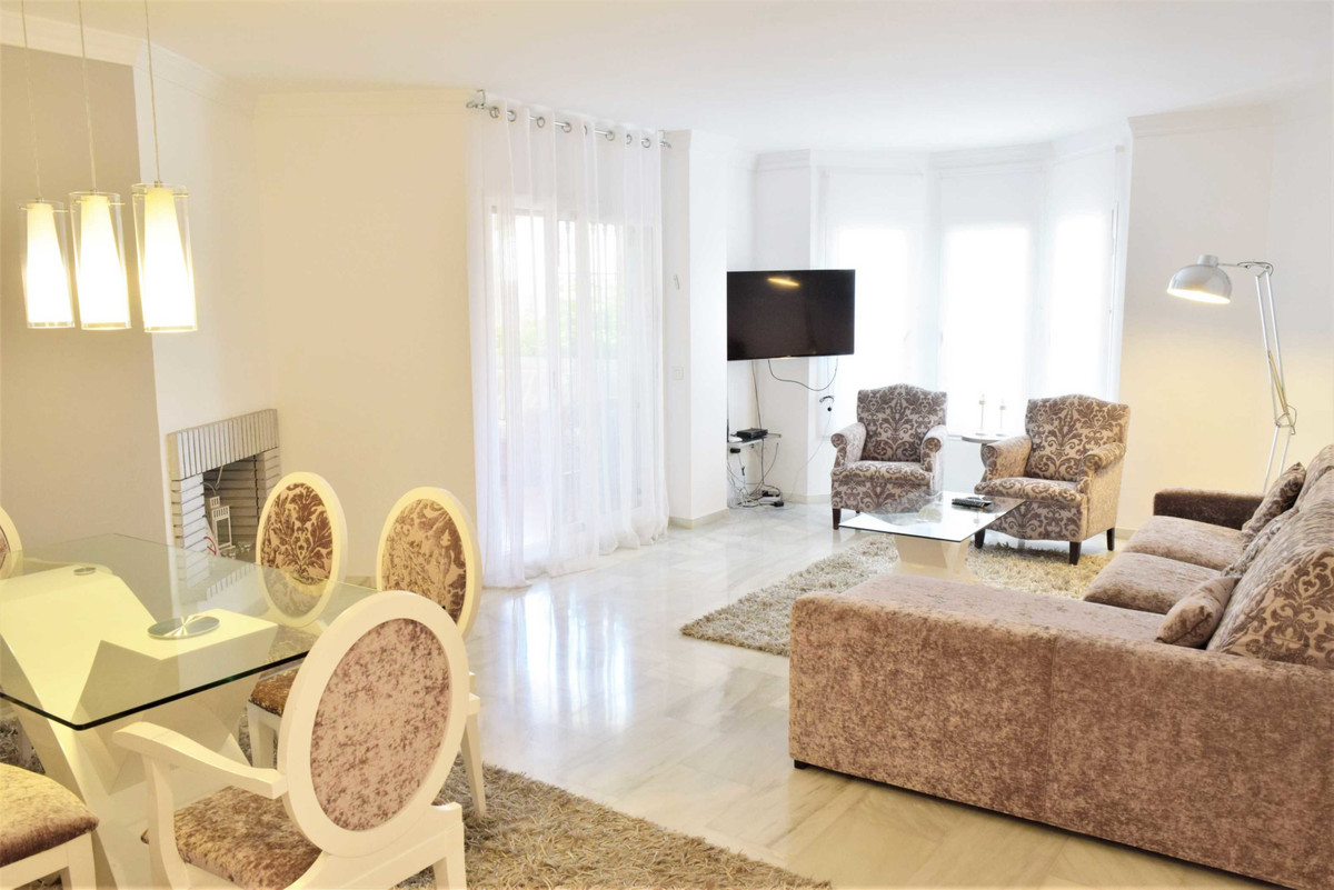 A nice 2 bedroom First floor ( middle floor ) apartment in the lovely urbanization of Los Naranjos d,Spain