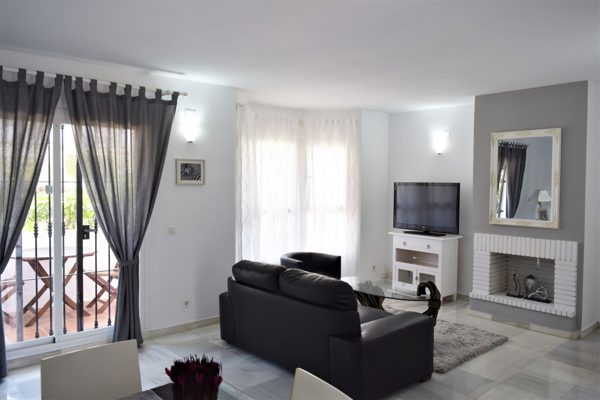 Apartment  for sale in Nueva Andalucía, Costa del Sol
