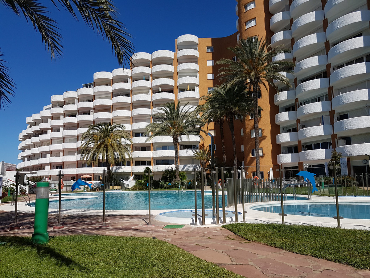MARBESA BEACH SIDE: LOVELY FLAT: SEA & POOL VIEWS: walking to the beach.GYM, RESTAURANTS.. near , Spain