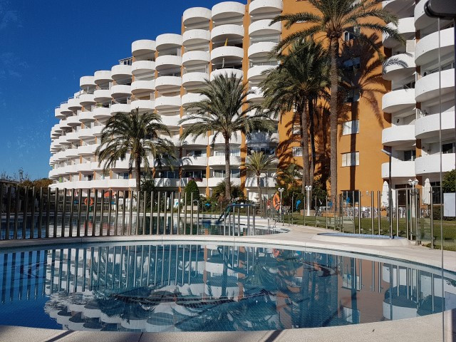 MARBESA BEACH SIDE:  LOVELY FLAT:  SEA & POOL VIEWS:  walking to the beach.GYM, RESTAURANTS.. ne, Spain