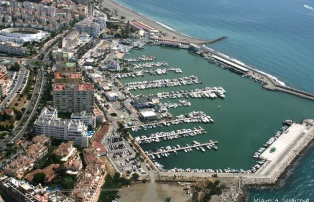 ESTEPONA PORT:  PENTHOUSE WITH PANORAMIC VIEWS...  2 BED +2 BATH..+  SOLARIUM 32m  +POOL... WALKING , Spain