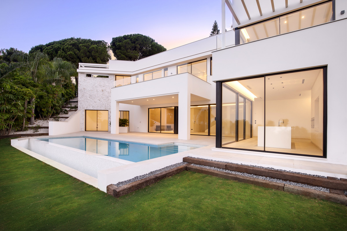 Spectacular newly built villa in one of the most emblematic areas of Marbella, in Rio Real. SurroundSpain