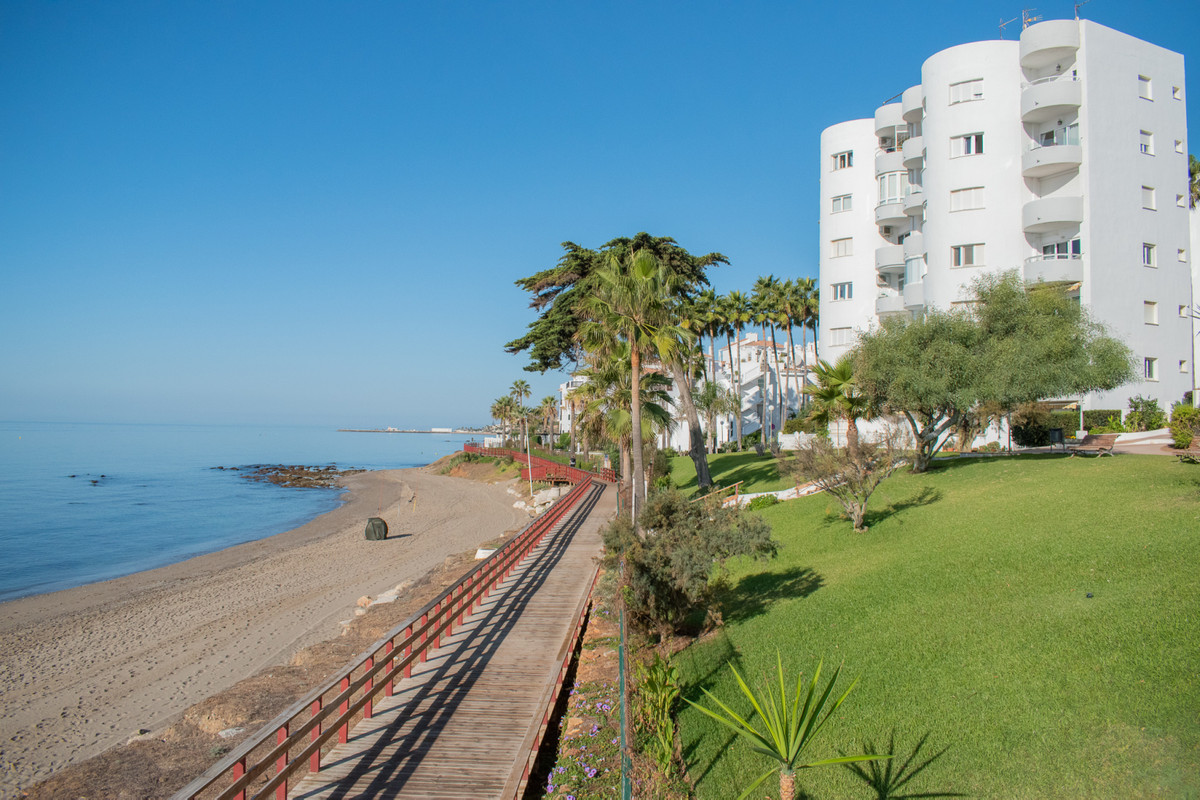 SEA VIEWS - FIRST LINE BEACH  Beautiful and unique apartment located on the groundfloor in first lin, Spain