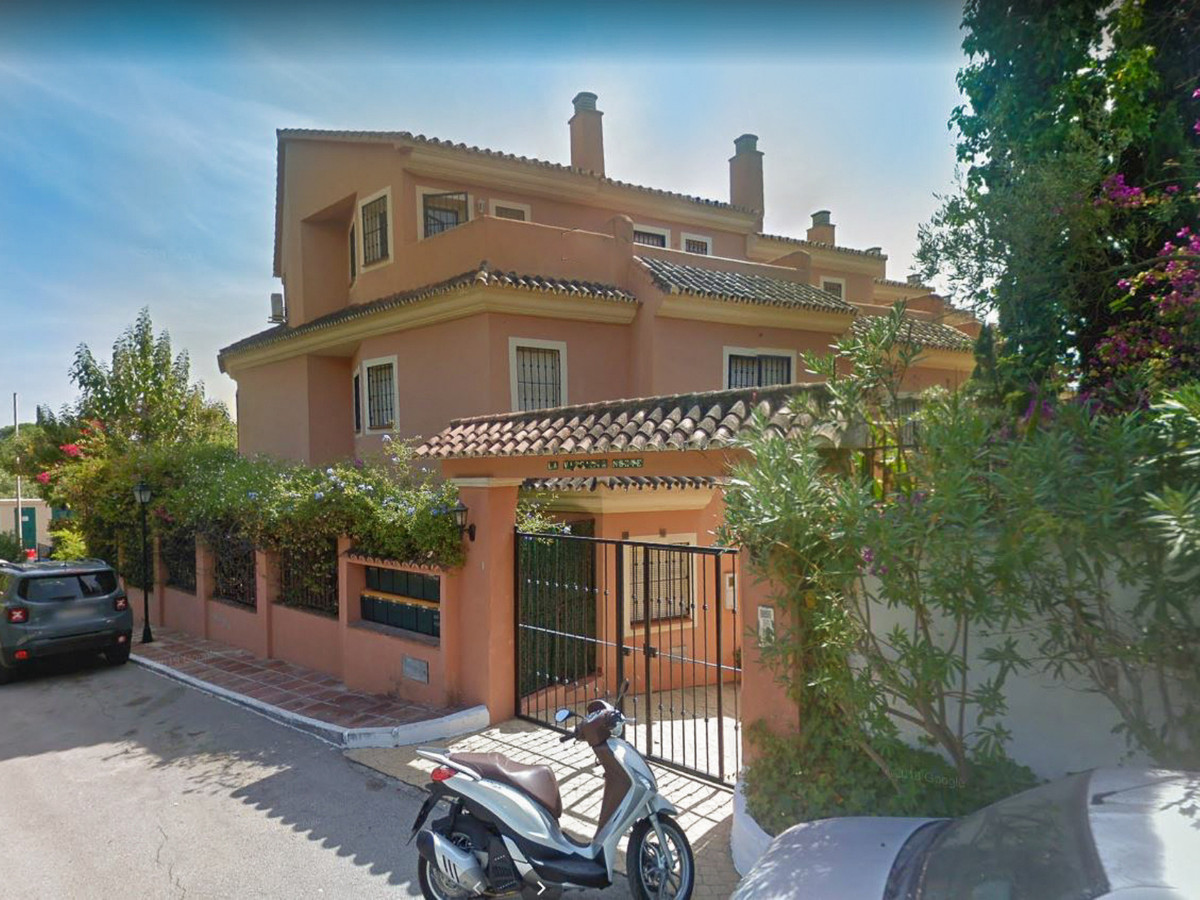 RENTED TILL MAY 2021  In one of the best residential areas in Marbella, in La Carolina, we find this, Spain