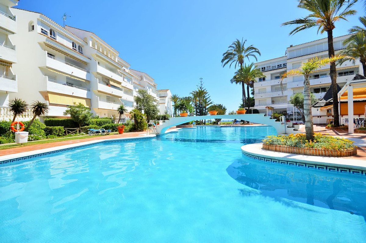 Spectacular apartment in a complex on the first line of the sea in the prestigious area of Marbesa, , Spain