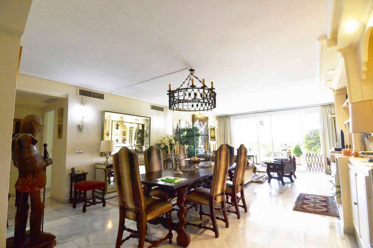 We are pleased to offer this lovely 2 bedroom ground floor is spacious east orientation. The coveredSpain