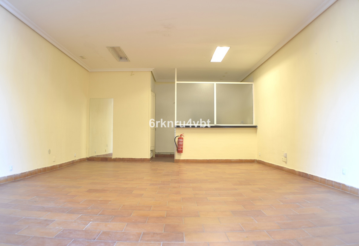 We are pleased to offer this freehold shop/office space in the ever popular and busy Diana commercia,Spain