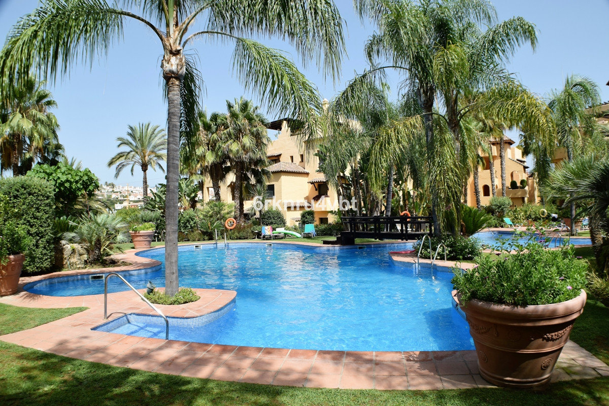 We are pleased to offer this bright and spacious three bedrooms duplex penthouse situated in the pop,Spain