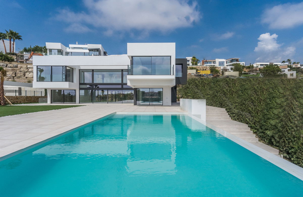 Key ready Villa conveniently located in a quiet residential area but at the same time close to all k,Spain
