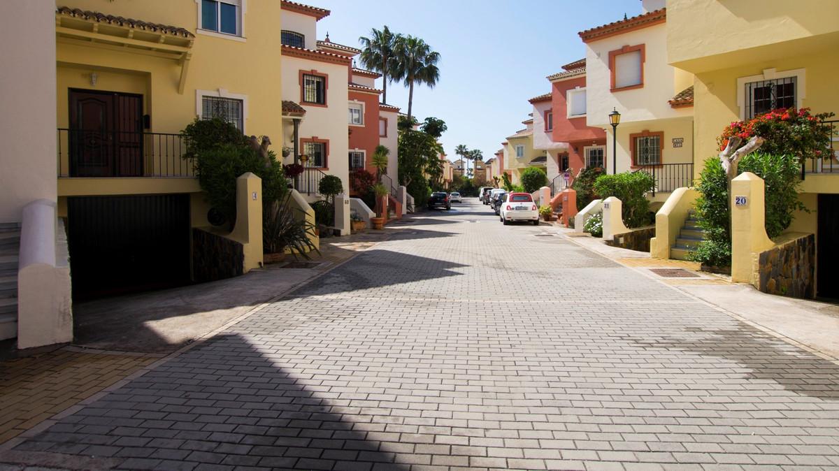 Marbella Banus Adosada en Venta en New Golden Mile – R3171247