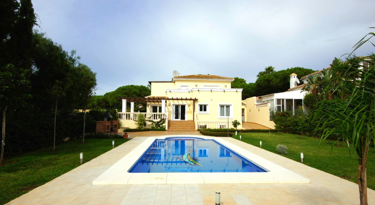 Detached Villa, Las Chapas, Costa del Sol. 4 Bedrooms, 3 Bathrooms, Built 175 m², Terrace 60 m², Gar, Spain