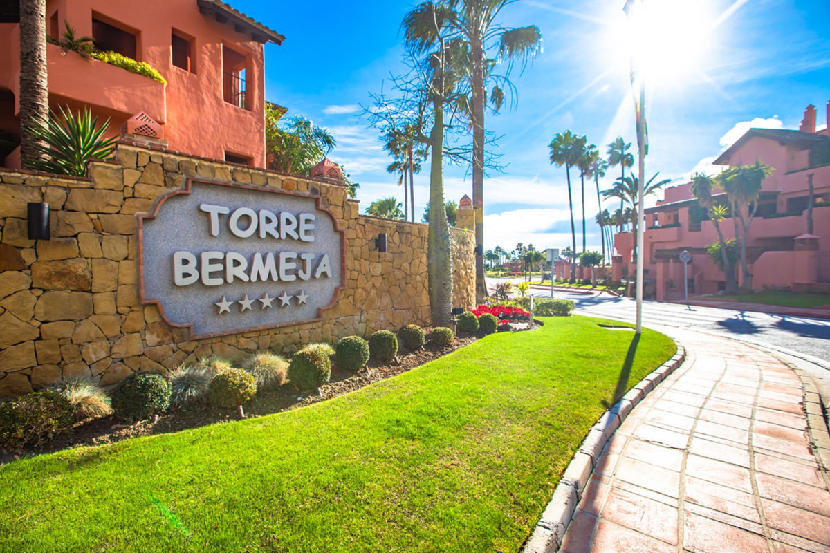 With the ability to combine with R3944191  Luxury beachside ground floor apartment for sale in Torre,Spain