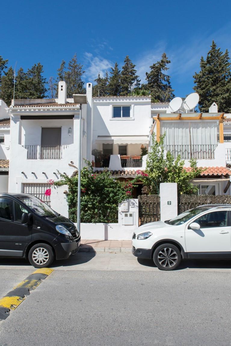 Maison Jumelée  Mitoyenne en vente   à Nueva Andalucía