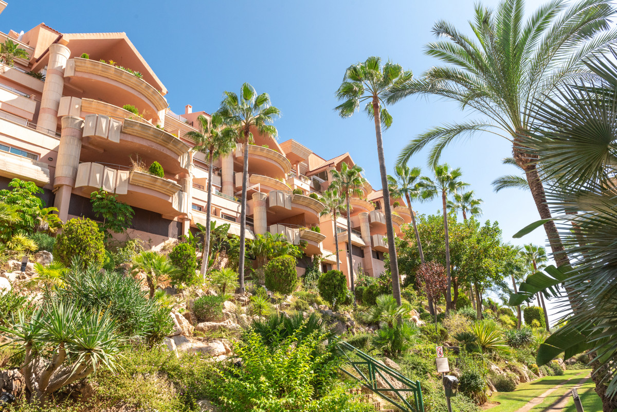Marbella Banus Apartamento Planta Media en Venta en Nueva Andalucía – R3722549