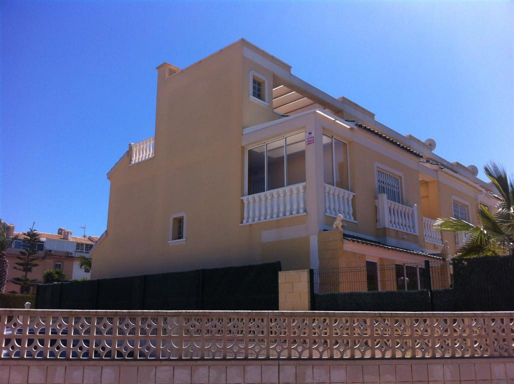 Development Aguamarina is situated on the beach side of the N-332, the property consist of 4 bedroom, Spain