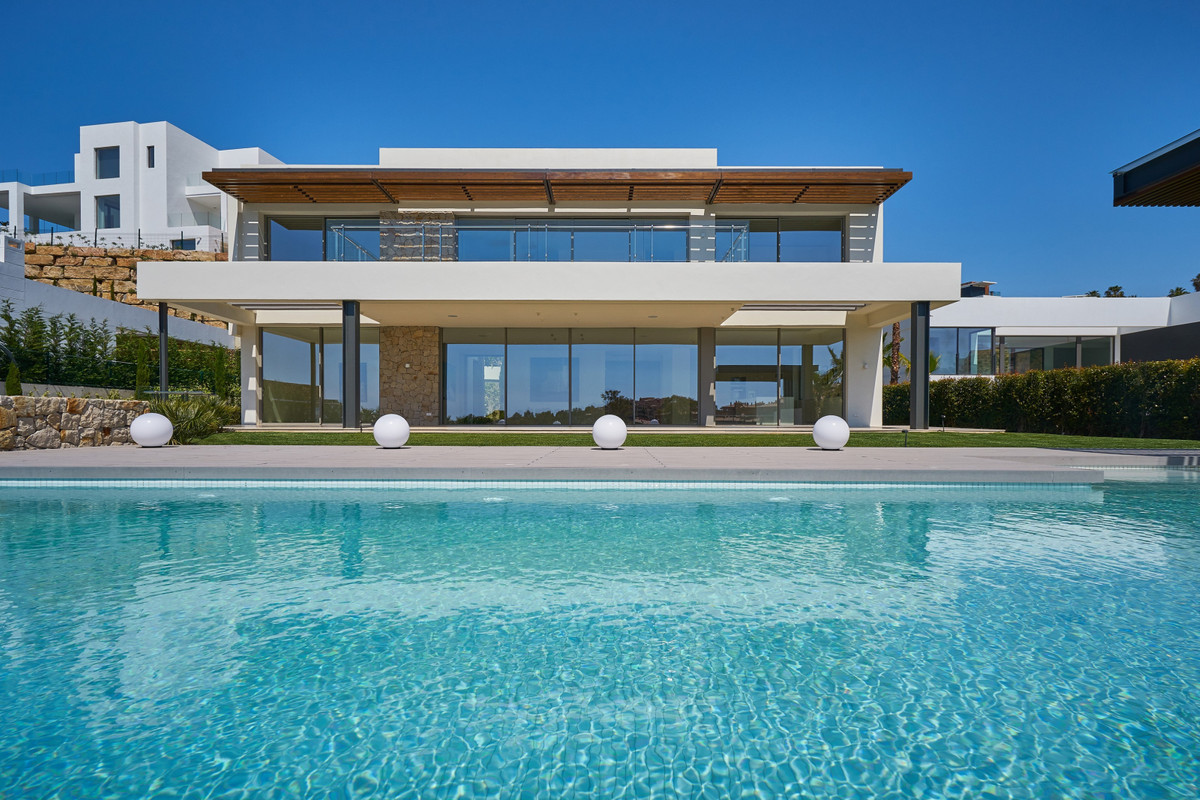 Plot with the project.  New contemporary style Villa for sale in the first line of golf with open vi,Spain