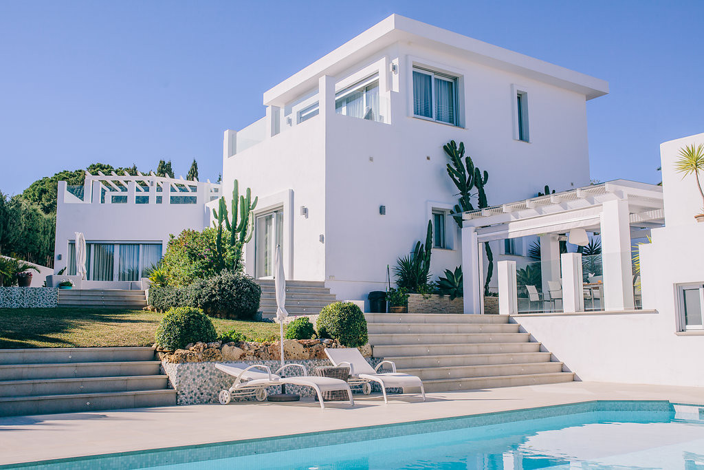 Stunning and modern villa with sea views in a quiet area just 500 meters from the beach. Large livin, Spain