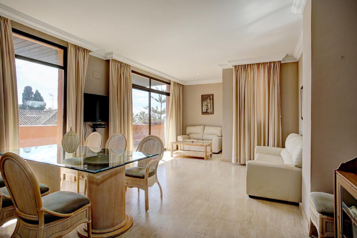 Marbella Banus Apartamento Planta Media en Venta en El Paraiso – R3523606