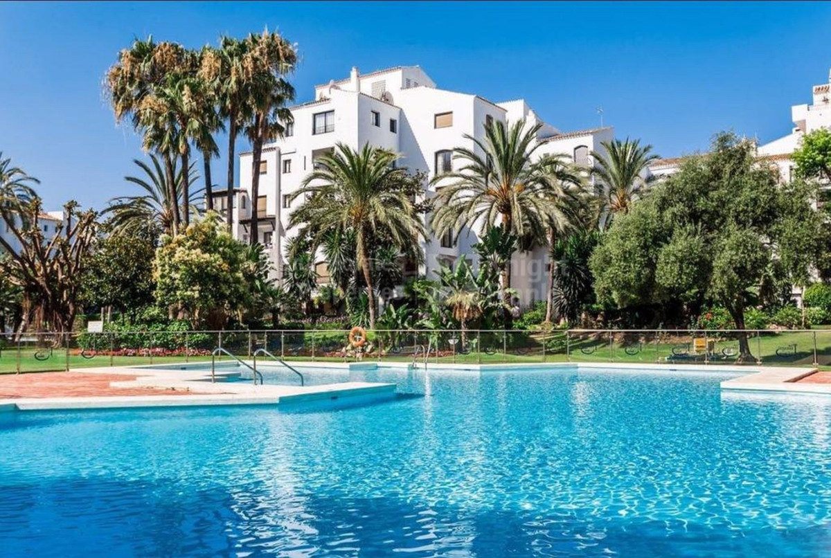 Marbella Banus Apartamento en Venta en Puerto Banús – R3482380