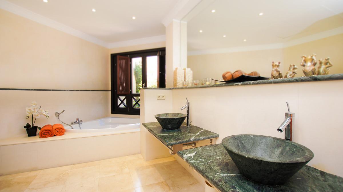 Villa con 8 Dormitorios en Venta La Zagaleta