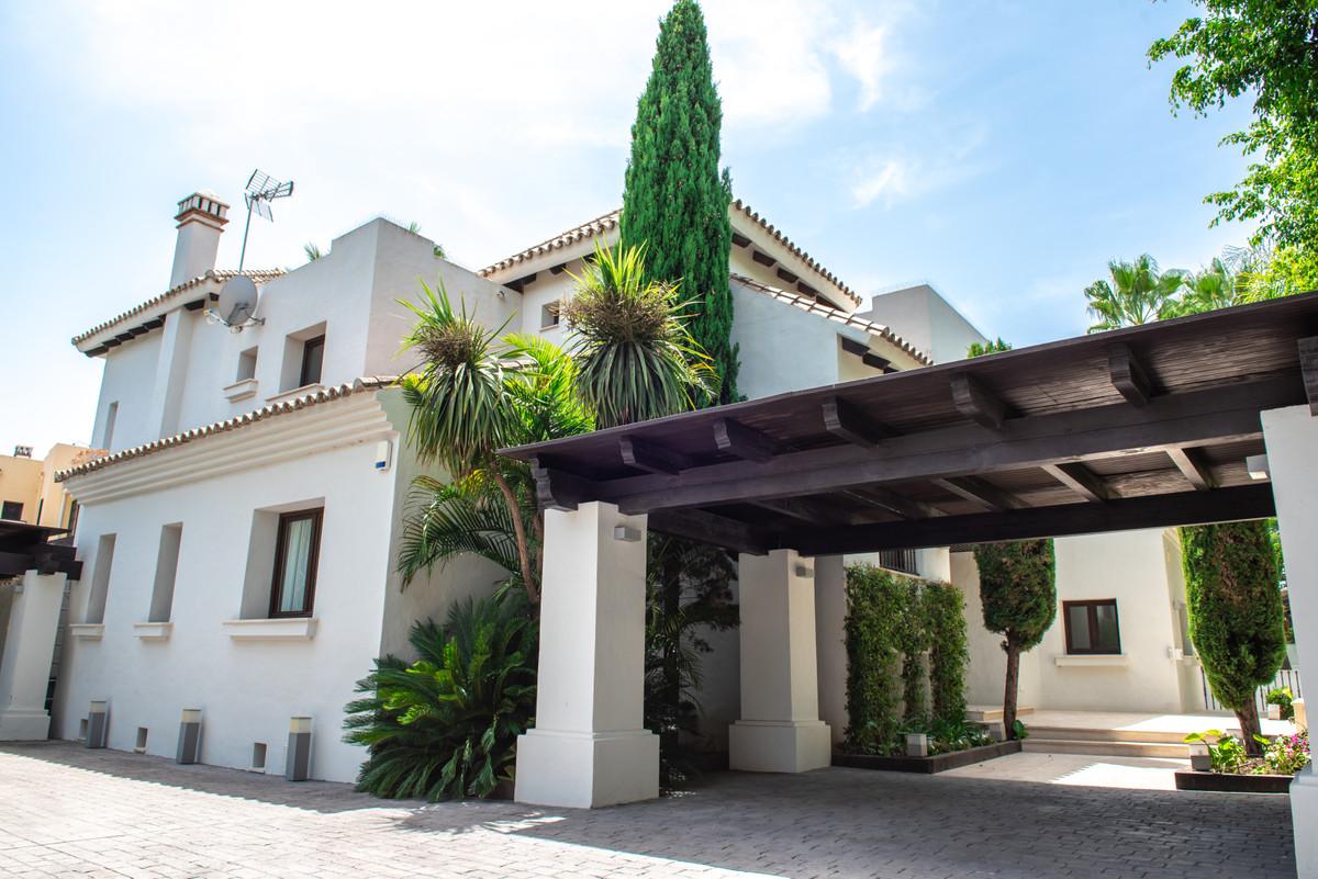 Marbella Banus Villa – Chalet en Venta en Puerto Banús – R3480664