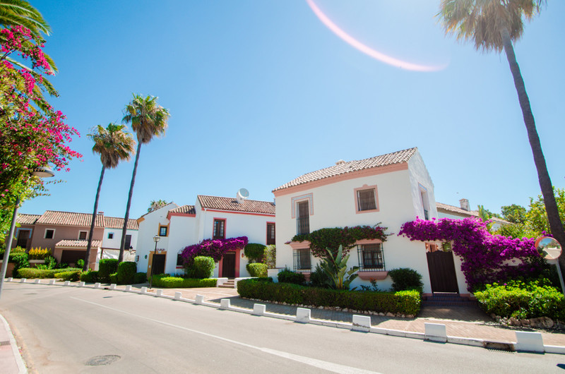 Townhouses for sale in Guadalmina 15