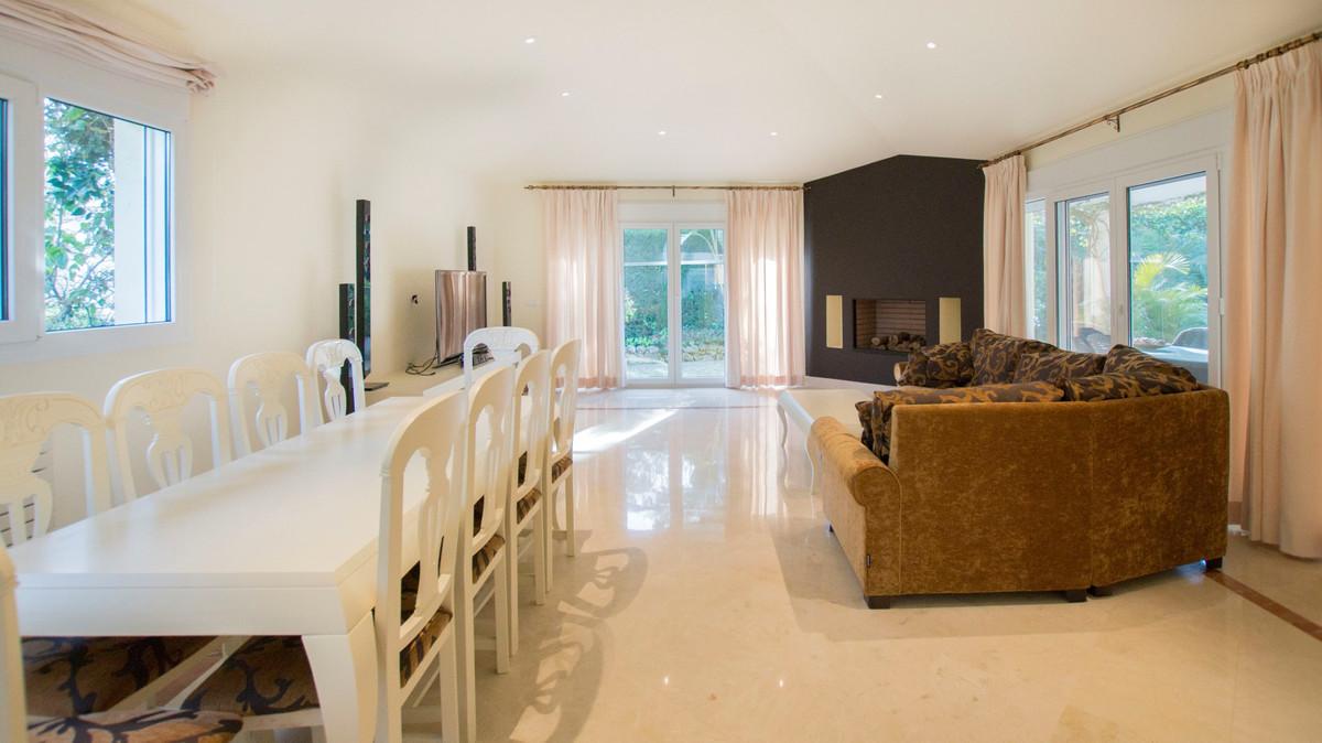 Villa – Chalet en Venta en Elviria – R3141532
