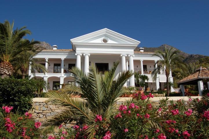 Villa en Venta en Sierra Blanca – R2698313