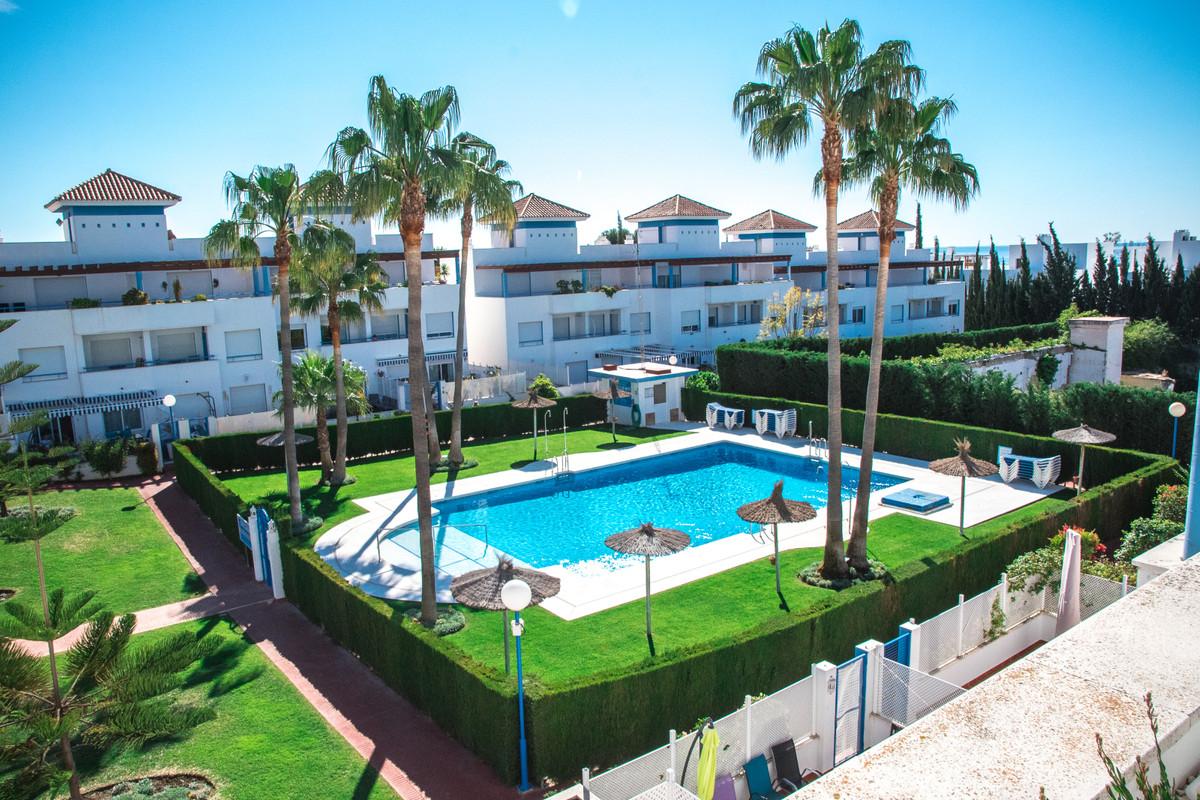 Marbella Banus Adosada en Venta en New Golden Mile – R3379099
