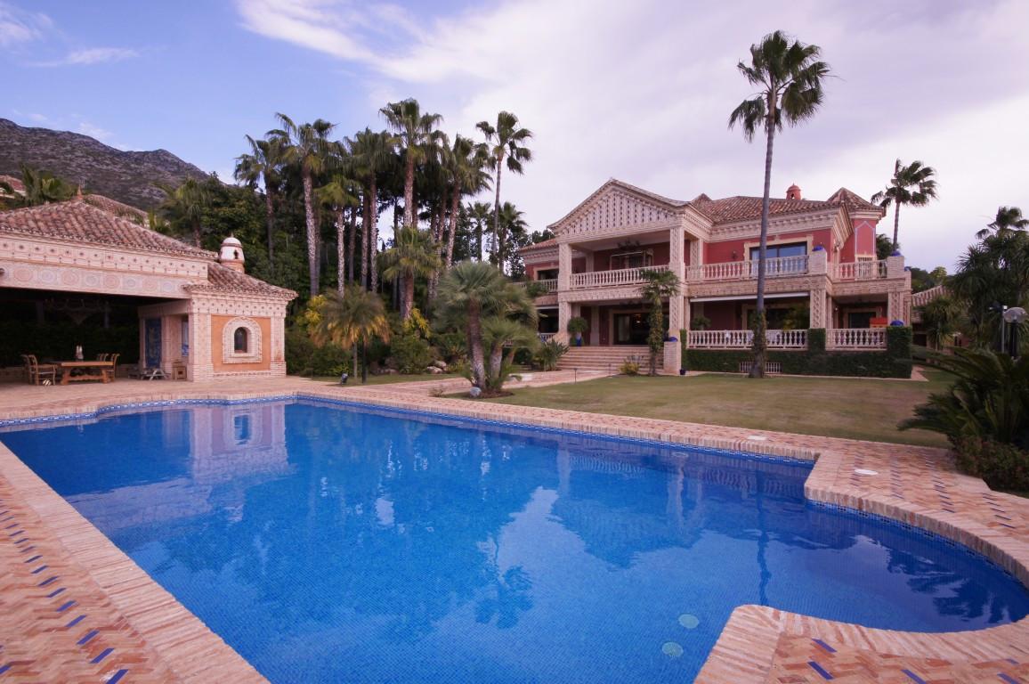 Villa 9 Dormitorios en Venta Nagüeles