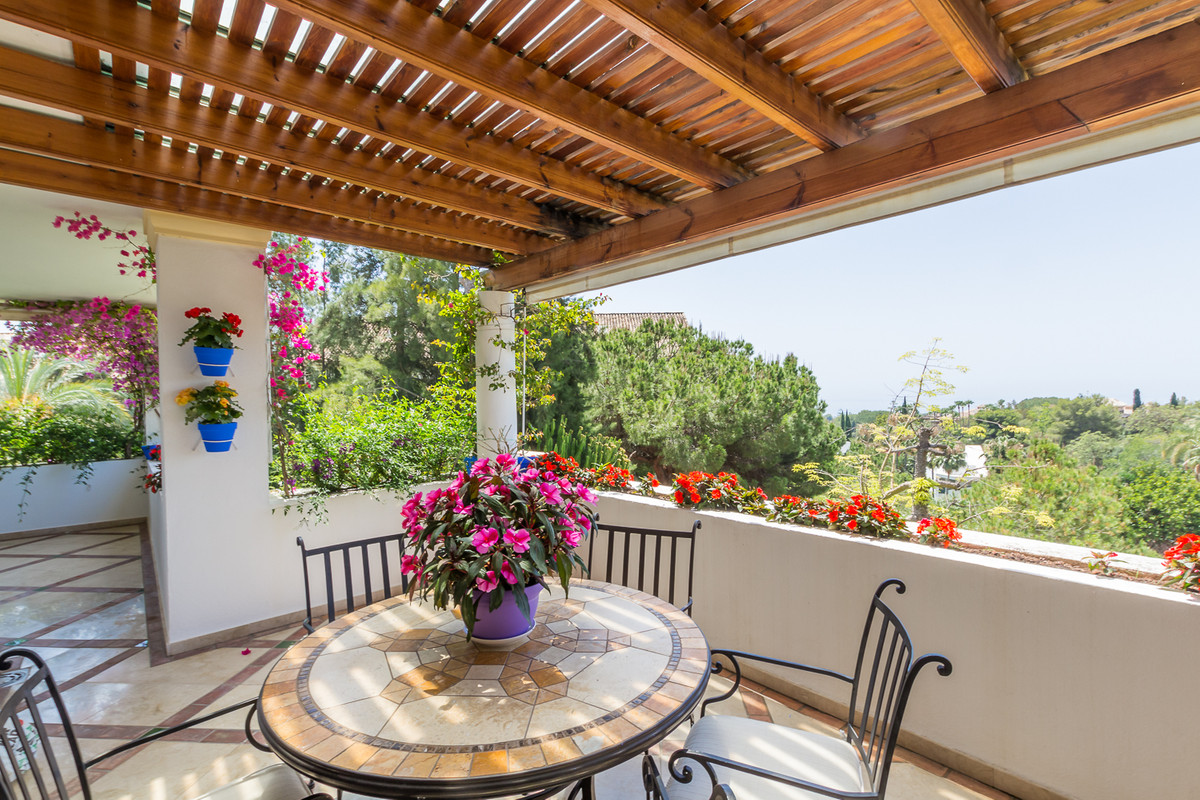 Magnificent three bedroom southwest apartment in Monte Paraiso, one of the best gated communities on, Spain