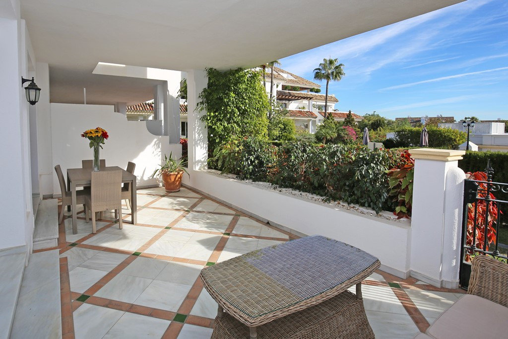 Elegant three bedroom, south east facing ground floor apartment in the prestigious and gated communi, Spain