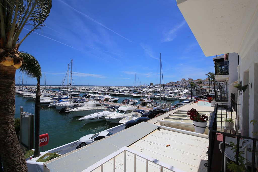 Fantastic one bedroom, south facing first floor apartment on the front line of Puerto Banus port. Th,Spain