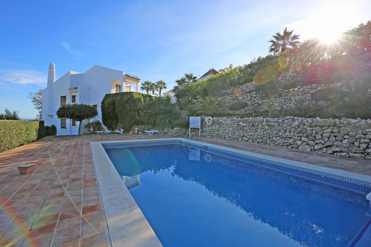 Lovely three bedroom, southeast facing villa in a quiet and residential area of Calahonda; just a fe,Spain