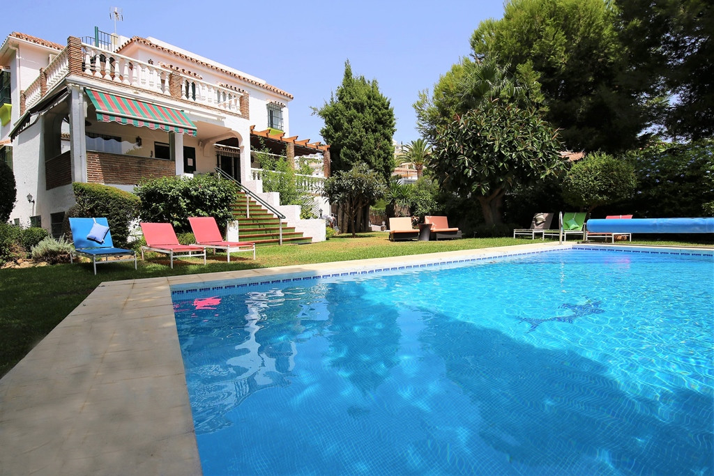 Fantastic four bedroom south facing villa in Riviera Del Sol, ideal as a Bed & Breakfast; within,Spain