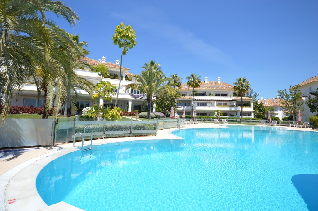 Elegant three bedroom, southwest facing apartment in the luxurious and well known community Monte Pa,Spain