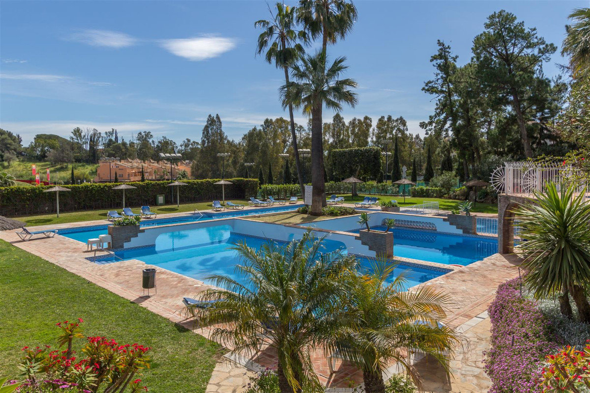 Excellent two bedroom south facing apartment in the gated community of Senorio de Marbella, on heart,Spain