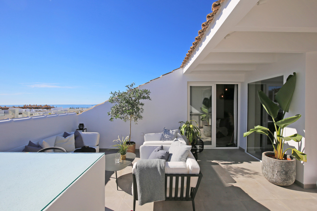 Stunning three bedroom, south east facing duplex penthouse in the gated beachside community San Pedr, Spain