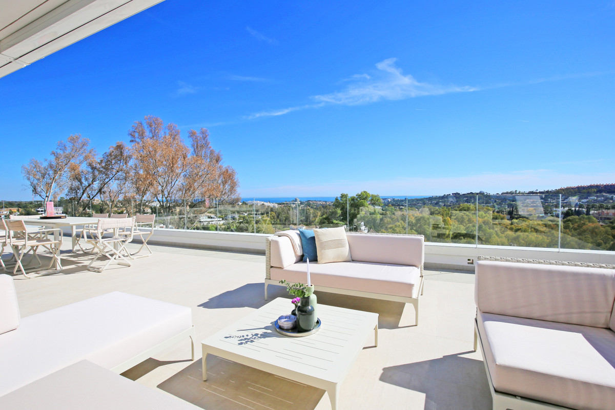 Magnificent three bedroom, south facing penthouse in the prestigious and gated community of Azahar dSpain