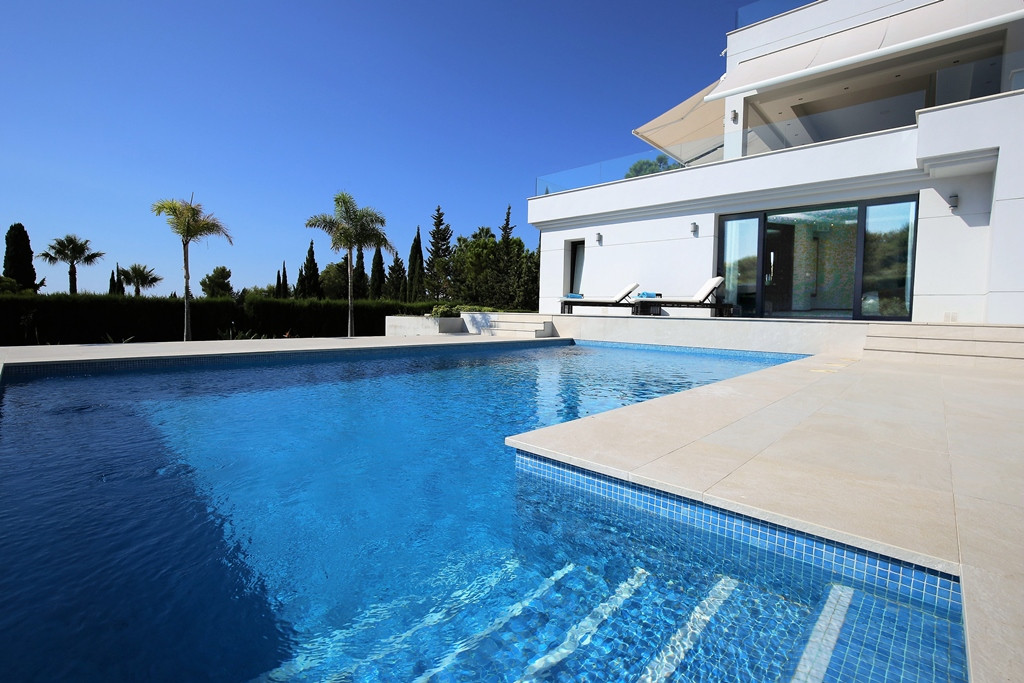 Magnificent four bedroom south facing villa in the gated community Las Merinas; this exclusive commu,Spain
