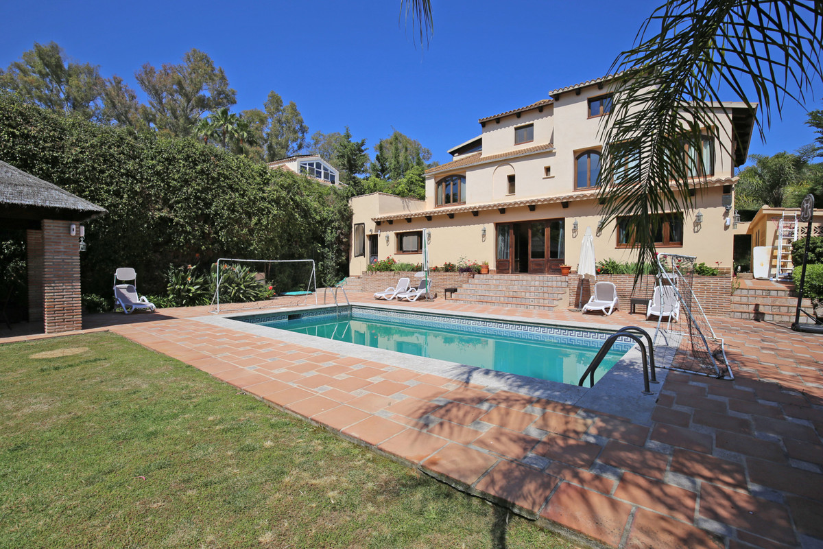Fantastic seven bedroom, south west facing villa in the prestigious and residential area of Superman,Spain