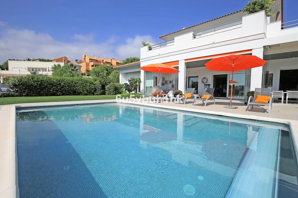 Detached Villa for sale in Elviria R3260938