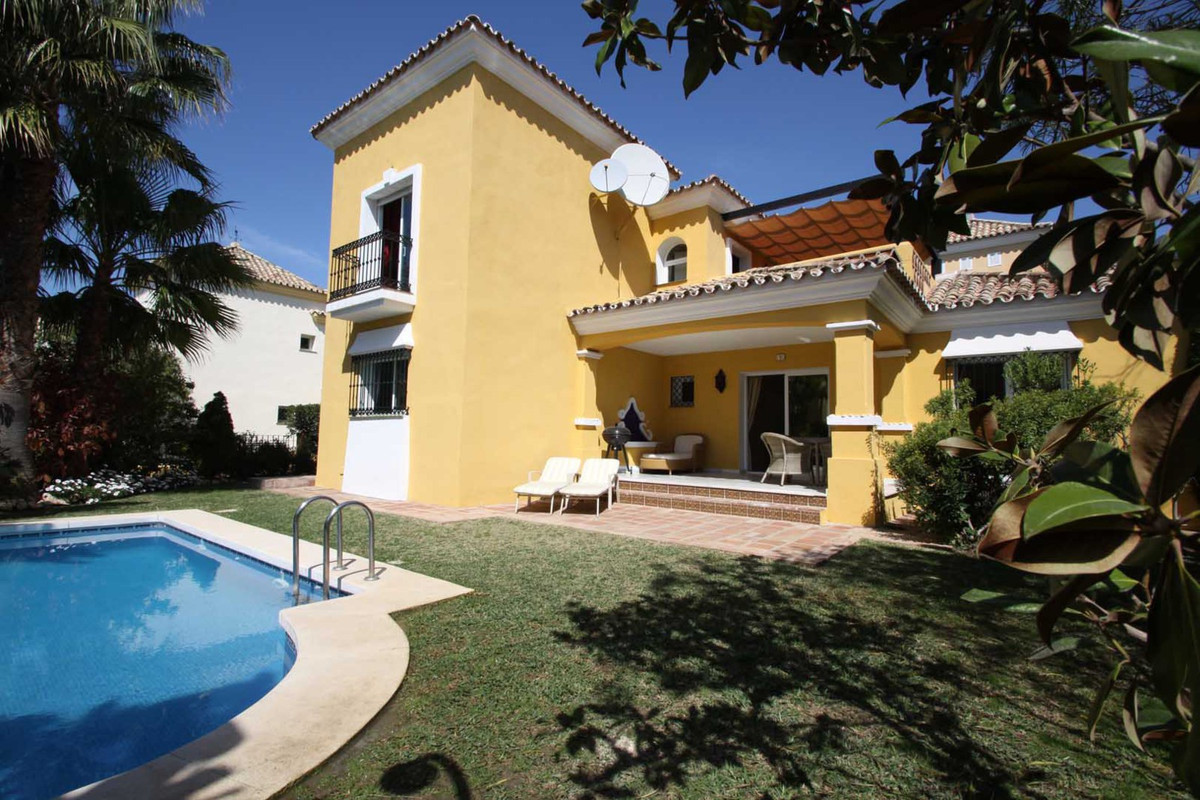 3 bedrooms 3 bathrooms Villa for rent in Marbella for €3,500/Month