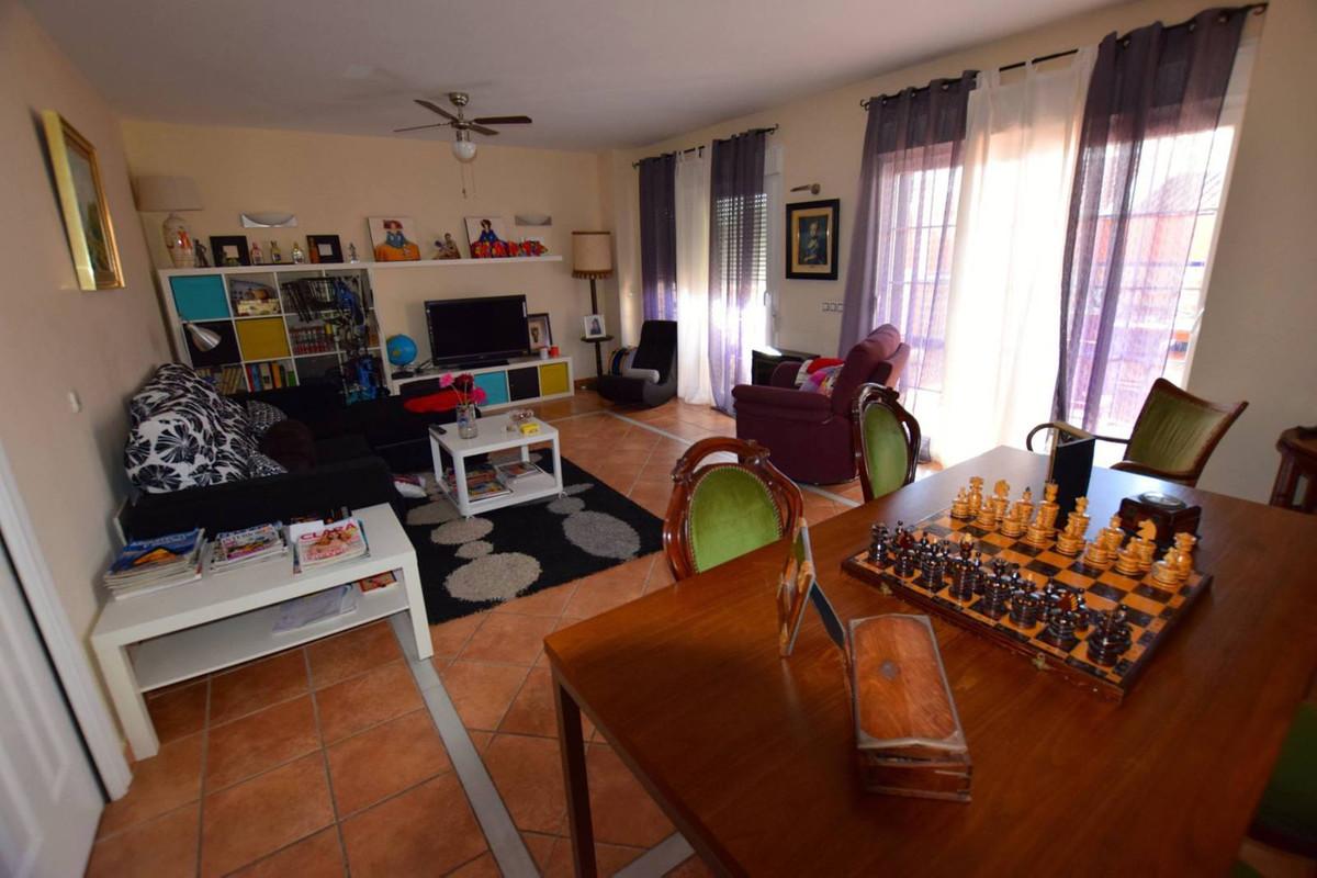 5 bedrooms 5 bathrooms Villa for rent in Fuengirola for €2,000/Month