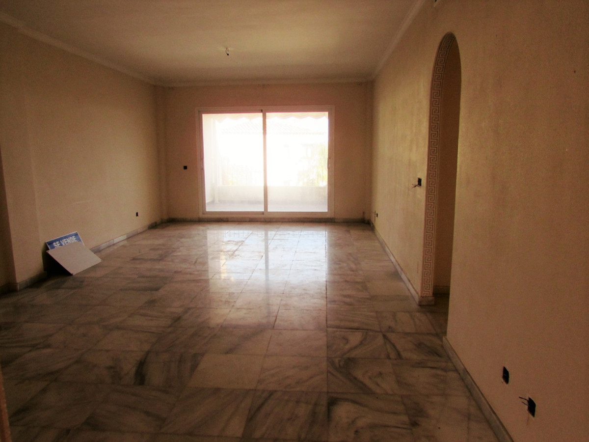 3 bedrooms 2 bathrooms Apartment for venta in Calahonda for €190,000