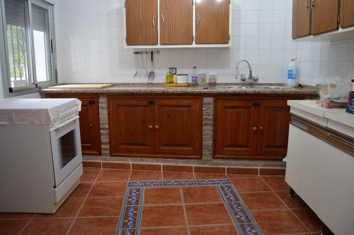 6 bedrooms 3 bathrooms Townhouse for venta in El Chorro for €205,000