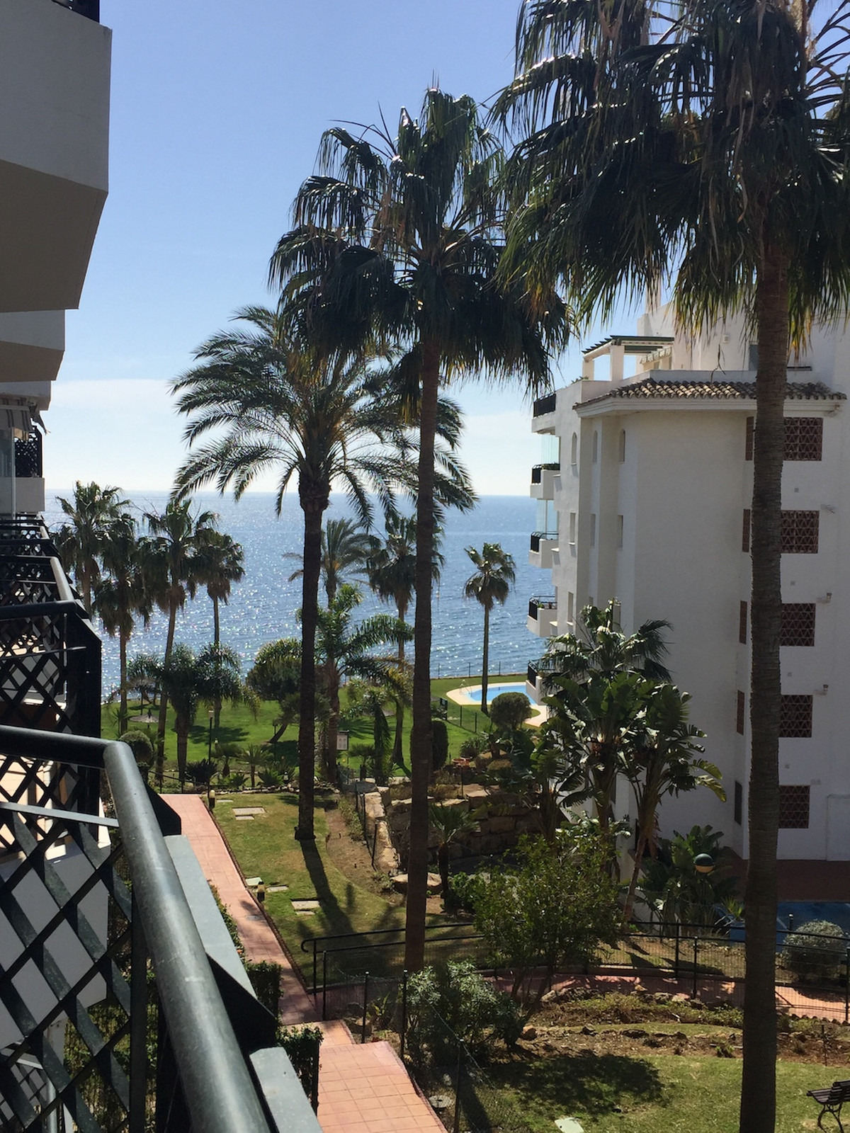 2 bedrooms 2 bathrooms Apartment for rent in Calahonda for €1,000/Month